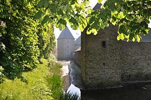 Die Burg beheimatet heute eine bedeutende Sammlung von Musikinstrumenten und eine Ostasiatika-Austellung.